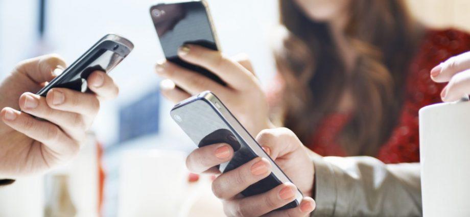 Google et Apple s'associent pour mettre au point un système de recherche de contacts de coronavirus par Bluetooth