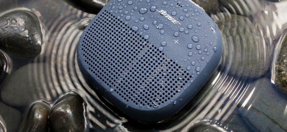 Examen de Bose SoundLink Micro: L'impressionnant haut-parleur de poche de Bose est plus abordable que jamais
