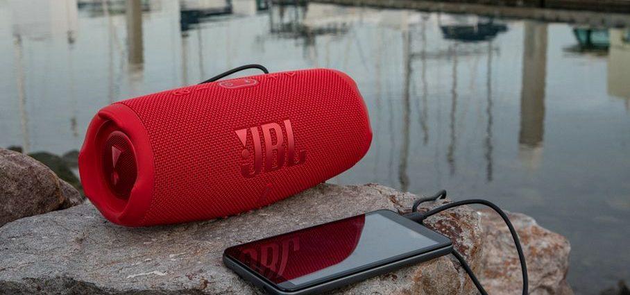 La mise à jour JBL Charge 5 rend l'un des meilleurs haut-parleurs Bluetooth encore meilleur
